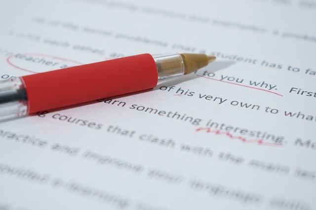 כיצד עריכה לשונית יכולה לשפר את הספר שלך?